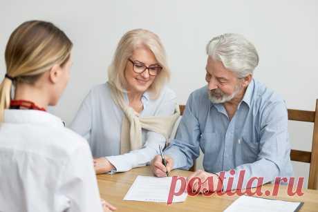Завещание или дарственная: как дешевле передать жилье Передать недвижимость можно по завещанию или в дар. Эти документы оформляются по разным правилам, расходы на них тоже отличаются