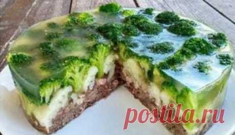 Сказочный мясной торт «Леший» Мясной заливной торт с овощами получается нереально вкусным и очень красивым.
