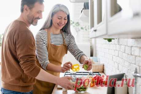 12 продуктов, которые следует избегать в зрелом возрасте – Medaboutme.ru Список продуктов, которые следует исключить из рациона питания в зрелом возрасте. Чем продукты могут быть опасны?