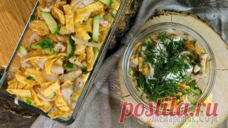 Салат Куриная соломка Сытный, изумительный салат из 4 ингредиентов в йогуртовой заправке не оставит равн