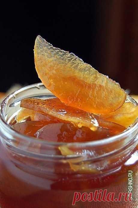 Яблочное варенье, прозрачное и душистое.