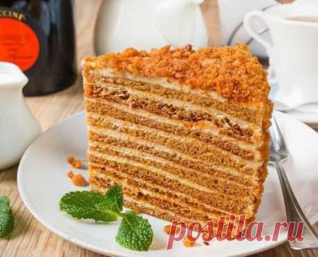 """Медовик """"Ателье"""".   Данный медовик затмил собой все варианты этого торта, которые были приготовлены раньше. Вот просто невозможно остановиться, если начнешь его есть. Обязательно сохраните и попробуйте! Ингредиенты на торт диаметром 21 см и весом около 2 кг: Для коржей: 420 г меда. 80 г сахара. 100 г сливоч..."""