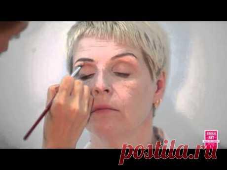 Las lecciones del maquillaje para las señoras de edad avanzada