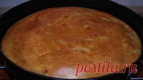 Пирог, который можно печь хоть каждый день. Сметана, пара яиц, мука — и пышная выпечка готова Сметанный пирог  Ингредиенты  Пшеничная мука 1,5 стак. Яйцо 3 шт. Сметана 1,5 стак. Подсолнечное масло 3 ст. л. Соль повкусу Сода 0,5 ч. л. Уксус 0,5 ч. л. Твердый сыр 150 г Приготовление  Венчиком с…