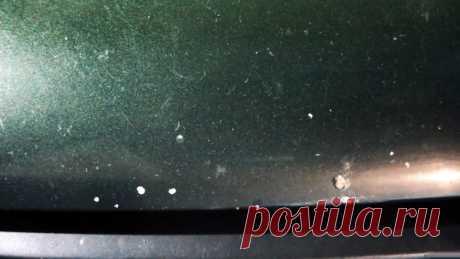 Как самому дешево отремонтировать сколы на капоте машины Очень часто на кузове машины, особенно капоте, появляются сколы лакокрасочного покрытия. Полная его перекраска требует времени и достаточно больших затрат. Если денег или желания этого делать нет, то можно решить проблему со сколами другим образом. Материалы: Обезжириватель; автоэмаль; лак в