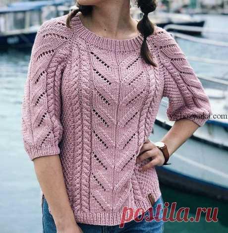Пуловер с центральным ажуром и косами.Схема, описание на сайте https://ya-hozyaika.com/vyazanie-spitsami/dzhempera-p..