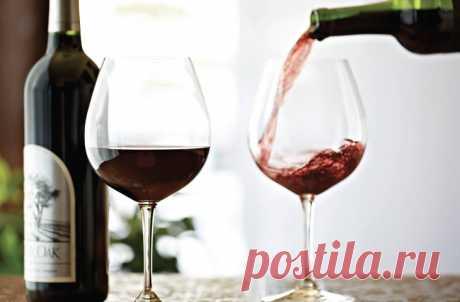 Почему от красного вина болит голова и как этого избежать  К выбору вина продвинутые любители и новички подходят по-разному. Одним вполне хватает собственного опыта и чутья, а кому-то приходится руководствоваться отзывами с форумов или обращаться за помощью …