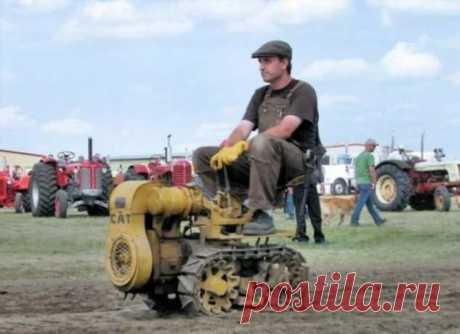Крошечный серийный трактор Vaughan Flex-Tred . Тут забавно !!!