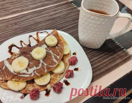 Сладкий овсяноблин с бананом. Ингредиенты: яйца куриные, бананы, овсяные хлопья Вкусный и полезный вариант завтрака.