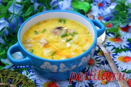 Суп из рыбных консервов с яйцом Простой и быстрый в приготовлении суп из рыбных консервов. Добавление сметаны и вареных яиц делает этот суп очень вкусным и более нежным. Понравится и детям, и взрослым.