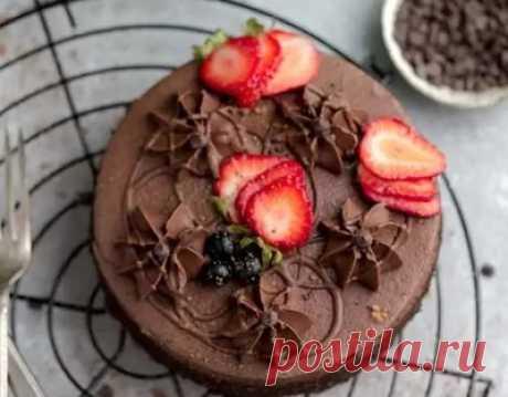 Кето рецепт шоколадного торта (с подсчётом КБЖУ)  Рецепт влажного шоколадного торта с мягким шоколадным кремом. Этот низкоуглеводный торт с миндальной мукой – отличный низкоуглеводный десерт для дня рождения, или на каждый день, когда есть потребность в сладостях или шоколаде. Рецепт подходит для кето и диабетического меню.   Ингредиенты, необходимые для кето-шоколадного торта: