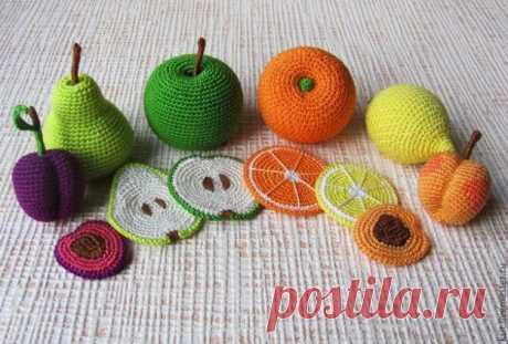 Сочные фрукты, украсят столик маленькой хозяйки.