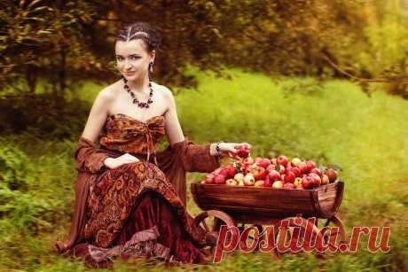 девушки в осеннем яблоневом саду..фото: 7 тыс изображений найдено в Яндекс.Картинках