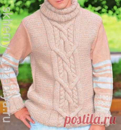 Бежевый мужской свитер с араном и жаккардовым узором. Схема вязания спицами и описание.