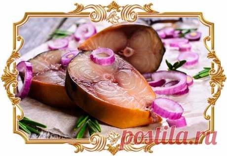 «#Копчёная» #скумбрия #в #луковой #шелухе  По вкусу и внешнему виду такая рыба напоминает ту, что приготовлена в коптильне. А если добавить жидкий дым, то аромат получится по-настоящему копчёным.  Время приготовления: Показать полностью...