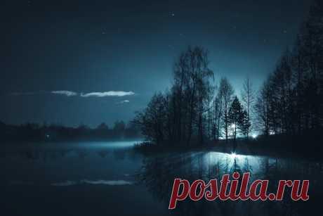 Зеркальная гладь ночного озера. Автор фото — Архип Семенов: nat-geo.ru/community/user/228504/ Спокойной ночи.
