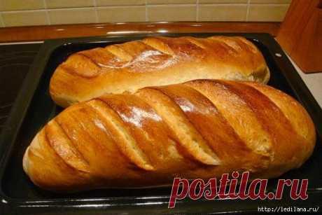 Las barras de pan de casa en 30 minutos. La corteza corrujiente y el molledo tierno