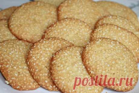 Хрустящее кунжутное печенье для семейного чаепития