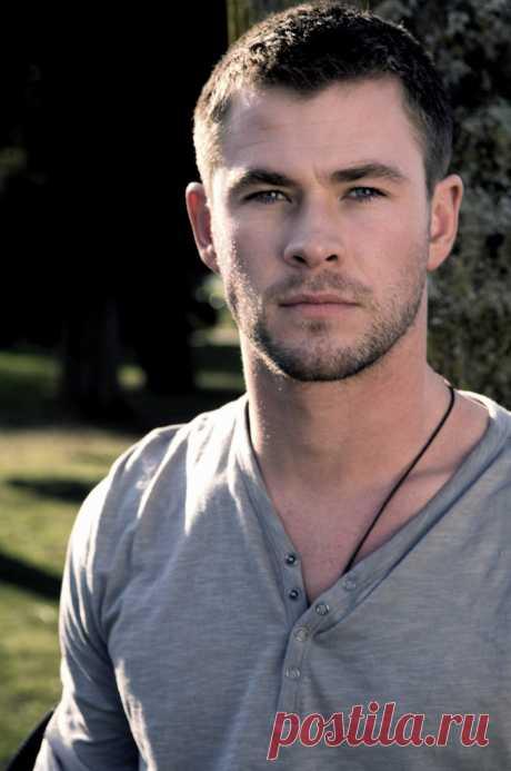 Chris Hemsworth (Chris Hemsworth)\u000d\u000a- On August 11, 1983