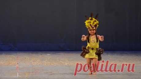 Превосходное чувство ритма! Милашка. Какой красивый этнический танец