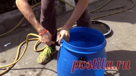 Как просто сделать чтобы садовая бочка автоматически наполнялась сама Чтобы периодически не доливать вручную емкости для летнего душа, капельного полива или ниппельных поилок, можно врезать в них поплавковый клапан. Он будет автоматически открываться по мере израсходования воды, и доливать ее до нужного уровня. Также его можно установить в садовый прудик или бассейн,