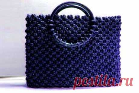 Плетеная сумка в технике макраме. Сумки из пряжи чаще всего вяжутся крючком, реже – спицами. Однако мы предложим вам альтернативный способ – плетение сумки в технике макраме своими руками без дополнительных приспособлений.
