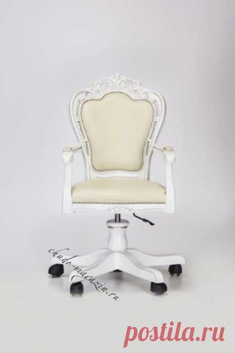 Мягкое кресло с полукруглой спинкой Дебора 3 на ножках в классическом стиле в наличие и под заказ в Москве.