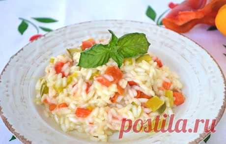 Ризотто с перцем  Отличный рецепт итальянского блюда со сладким перцем и рисом. Ризотто становится постным без сыра и сливочного масла.