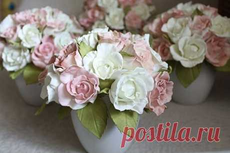 Почему для создания ростовых цветов и других элементов декора применяется фоамиран?