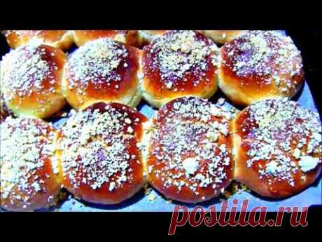 Rolls with boiled condensed milk and shtreyzely \/ Barmy rolls with topping