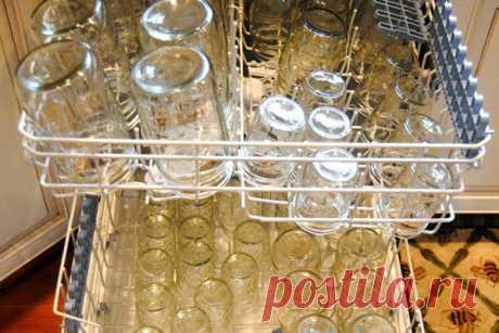 Можно ли мыть банки в посудомоечной машине, не треснет ли стекло Хозяйки знают, что не все можно мыть в посудомоечной машине. Как поступать со стеклянными банками?
