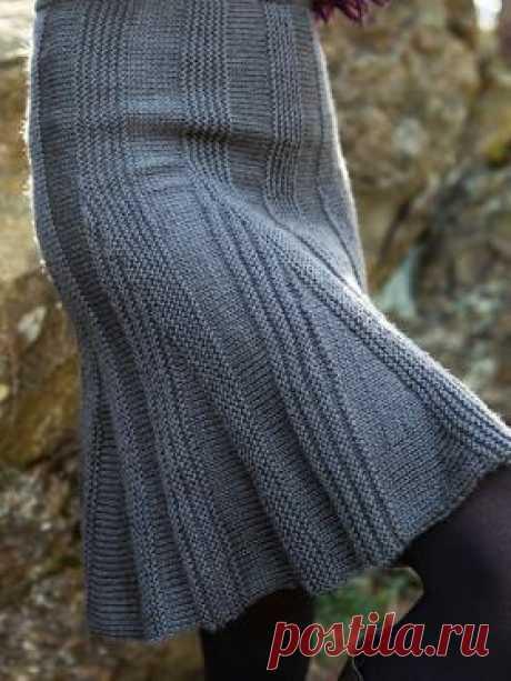 Юбка Али Симпатичная юбка спицами для женщин, выполненная из шерстяной пряжи средней толщины. Вязание юбки осуществляется поперек, клинья вяжутся частичным...