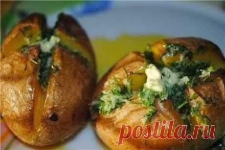 Как приготовить картофель, печеный в кожуре с чесночным маслом - рецепт, ингредиенты и фотографии