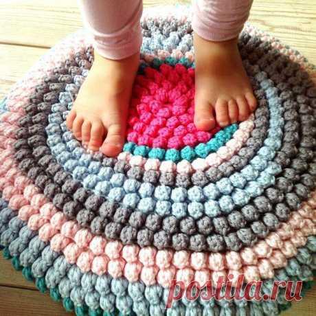 Симпатичные уютные коврики из пряжи и трикотажа — HandMade