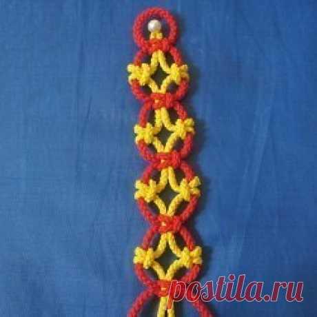 Простое плетение красивого браслета Простое плетение красивого браслета может быть выполнено в разных цветах.