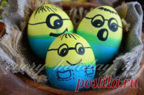 """Los huevos pintados """"Миньоны"""" - la receta de la foto"""