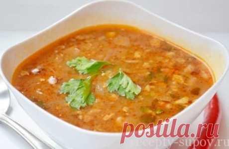 La sopa del jarchó de la gallina con el arroz poshagovyy la receta de la foto