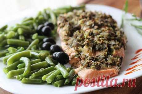 Филе лосося с оливками на пару.
