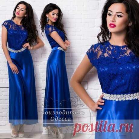 Вечернее атласное платье синего цвета