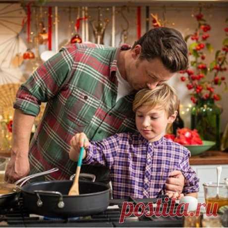 Дети готовят еду сами  Как вы относитесь к тому, что дети готовят еду сами? Джейми считает это отличным! И я тоже...  Сын Джейми Оливера Бадди уже готовит как профессионал!