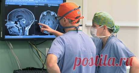 «Малейшая ошибка приведет к параличу». Нейрохирург о ненужных операциях и вопросах, которые стоит задать врачу Некоторые люди не получают лечение, которое им нужно, но еще больше подвергаются излишнему лечению