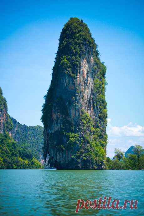 "breathtakingdestinations: ""Phang Nga Bay - Thailand (by Alex F) """
