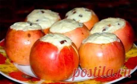 Как запечь яблоки с творогом — полезный десерт! Многим наверное знакомо, как запечь низкокалорийный десерт «яблоки с творогом». Он не только полезен, но и очень вкусный. Его с удовольствием едят взрослые и дети. Готовьте его чаще и Ваш организм скажет спасибо!       Ингредиенты:   яблоко — 6 шт.  творог — 150 г.  желток яичный — 1 шт