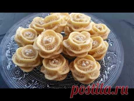 حلويات اللوز: حلوة الوردة / (المقادير تحت الفيديو) petits fours aux amandes