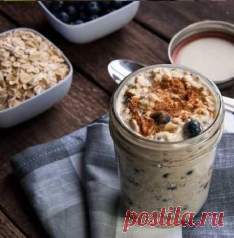 Употребляя эту смесь вы забудете о «ленивом кишечнике» и ожирении. Вы потеряете до 2,5 кг в течение месяца, особенно это касается жировых отложений вокруг живота.   Состав и приготовление  5-7 шт. чернослива;  2 столовые ложки овсяных хлопьев;  1 стакан кефира / нежирный йогурт;  1 столовую ложку масла из льняного семени;  1 чайная ложка какао-порошка.   Готовим этот завтрак с вечера. Заливаем чернослив в 100 мл кипяченой воды на 10-15 минут. Смешиваем какао, масл...