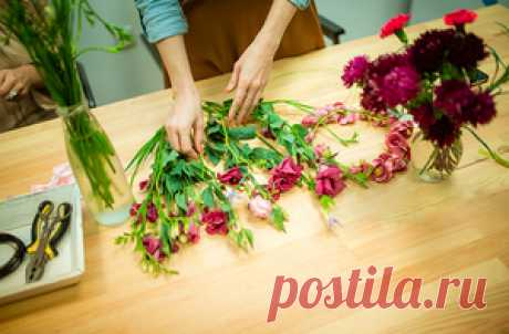 Master class in floristics, councils for registration of bouquets and hand-made articles from fresh flowers