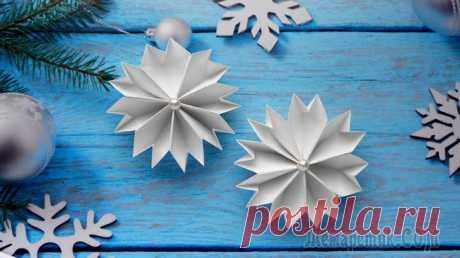 Снежинки из бумаги Оригами на Новый год 2019 Ажурные бумажные снежинки оригами – лучший способ украсить свой дом к Новому году, создать атмосферу зимней сказки и просто весело провести время с детьми, создавая из бумаги причудливые орнаменты.