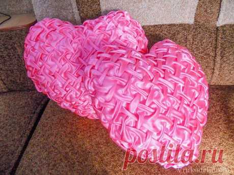 Pillow heart with puffs.