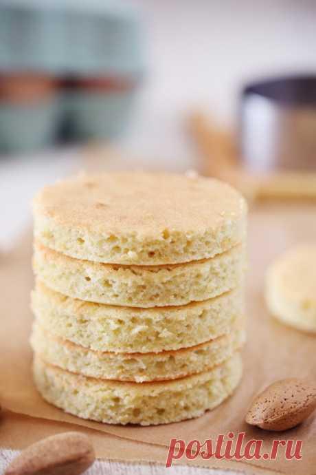 Biscuit joconde - chefNini Le biscuit joconde fait partie des bases de la pâtisserie. Elle se rapproche un peu du biscuit roulé à la différence qu'elle est composée de poudre d'amandes. Sa texture est un peu plus dense. Dans la pâtisserie française, on utilise le biscuit joconde pour l'opéra. On s'en sert plus largement pour les entremets et les …