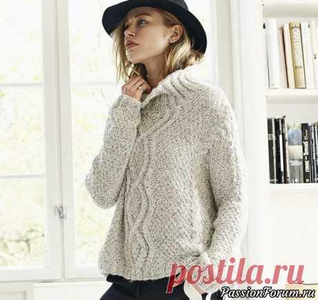 Свитер-оверсайз из двух видов пряжи. Описание | Вязание для женщин спицами. Схемы вязания спицами Модный фасон-оверсайз, широкий рельефный узор по центру переда и теплая комфортная пряжа делают этот свитер желанным для любой модницы.РАЗМЕРЫXS/S (M/L) XL;обхват груди: 134 (140) 146 см;общая длина: 56 (56) 57 см;длина рукава: 34 см для всех размеров.Длину можно варьировать.ВАМ...